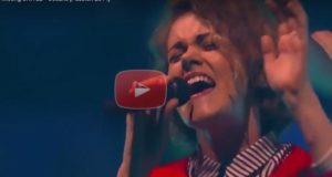 """An Awesome Live Performance Of """"Oceans"""" by Hillsong United"""